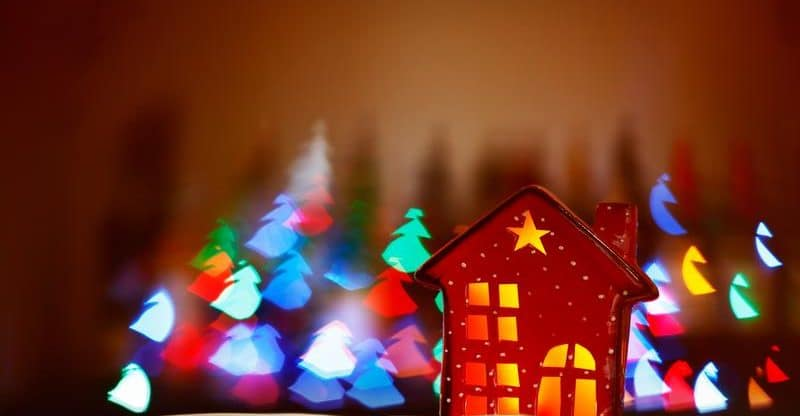 Have Yourself a Merry Little Christmas — Tips for Decorating Your Tiny House for the Holidays 6